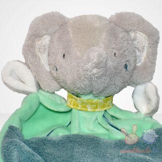 Beauty Baby zöld ruhás elefánt szundikendő közelről